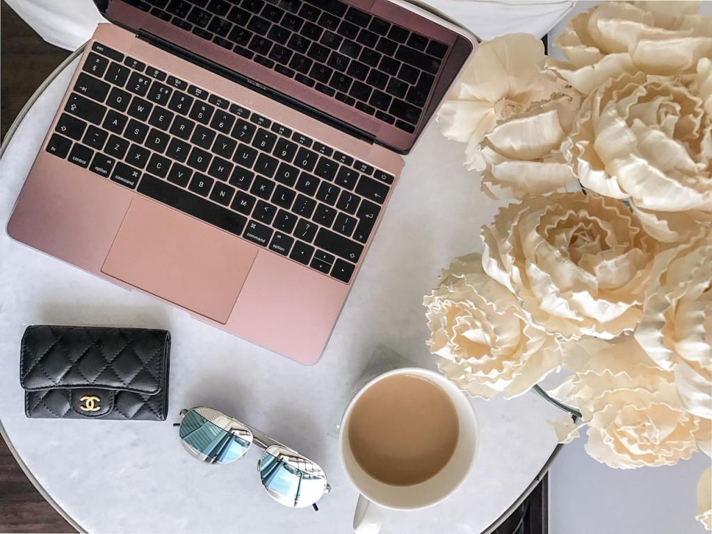 Online shopping laptap image